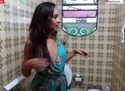 Fodendo com amiga no banheiro enquanto festa de familia rolava
