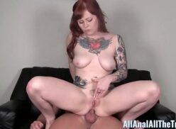 Tatuada fica assou o rabo com sexo anal